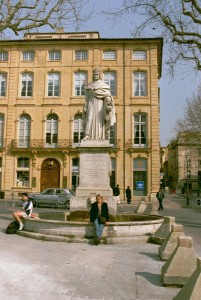 Cathryn Hein in front of a statue of King Rene in Aix-en-Provence