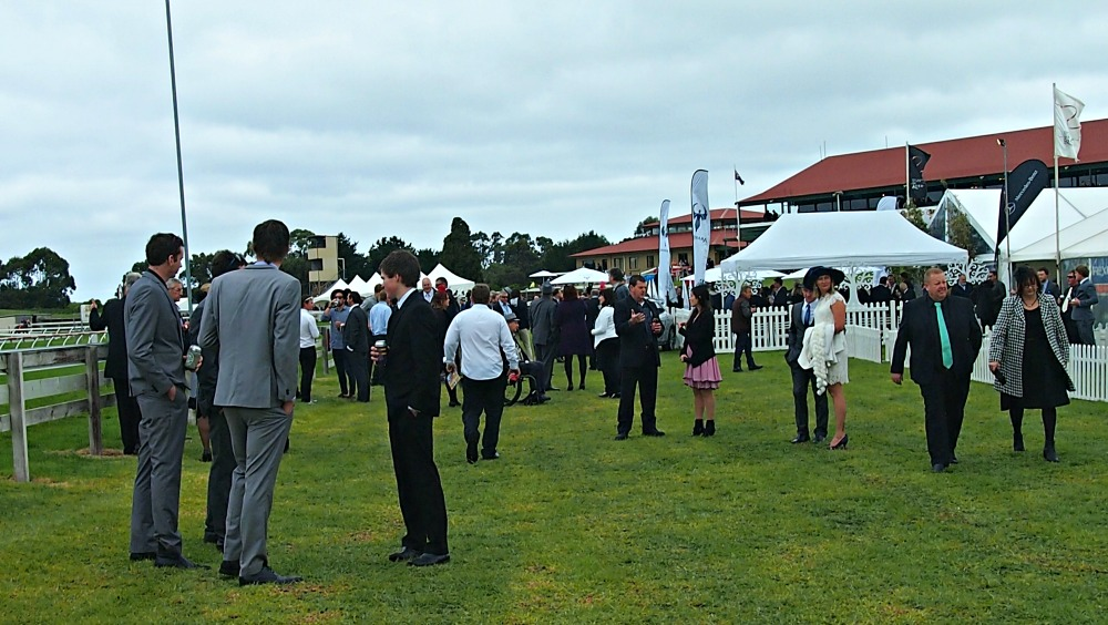 Crowds at the 2015 Mount Gambier Gold Cup