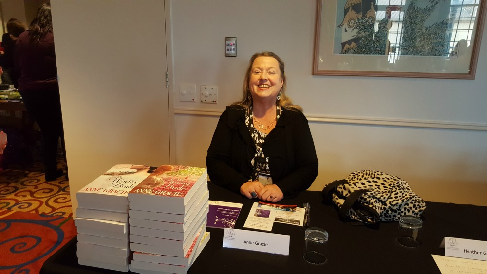 2016 ARRA booksigning - Anne Gracie