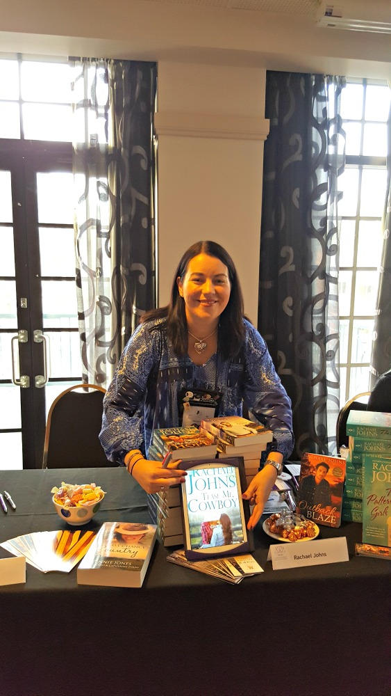 2016 ARRA booksigning - Rachael Johns
