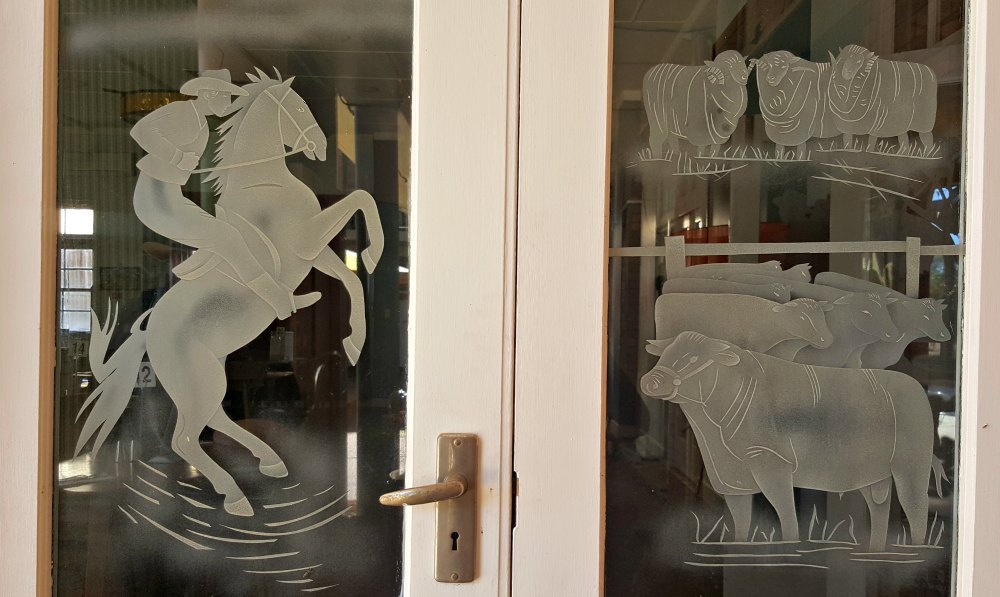 Artist Daphne Mayo (1895-1982) created these etched glass panels for the dining room at the North Gregory Hotel. These are a tribute to Waltzing Matilda. Another set was to Qantas.