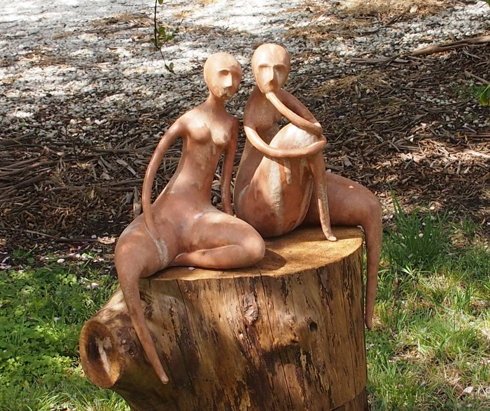 Sculpture on the Farm. Heart to Heart by Amanda Harrison.